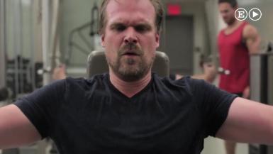 Los tres sencillos ejercicios con los que el sheriff de 'Stranger Things' ha pasado de fondón a cachas