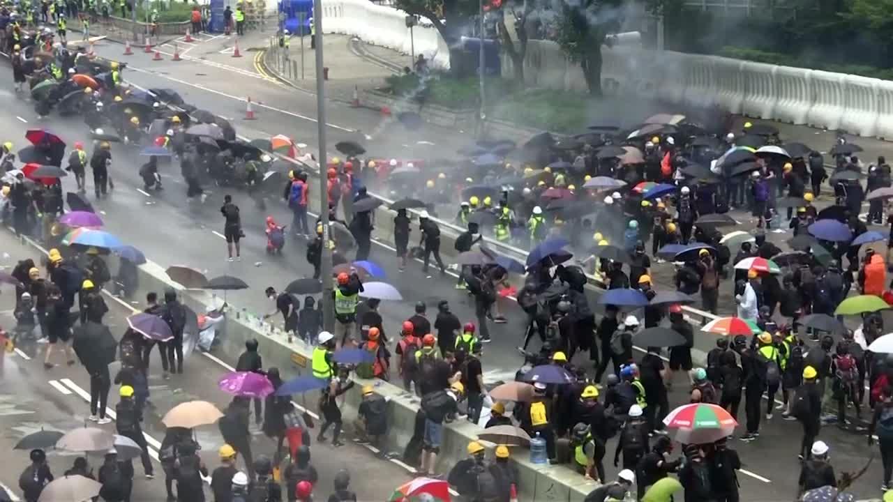 Resultado de imagem para Prisão de ativistas inflama protestos em Hong Kong